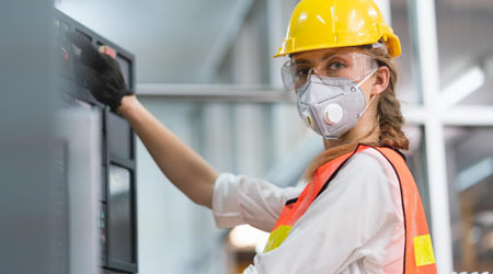 woman wearing PPR and a hard hat